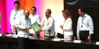 El Presidente Felipe Calderón entrega reconocimientos en el XXXVI Tianguis Turístico