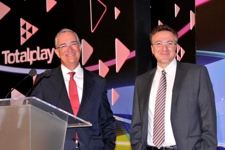 Ricardo Salinas Pliego, presidente del Grupo Salinas y Samer Salameh, director de la nueva empresa Totalplay.