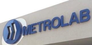 El director de Metrolab a las afueras de las instalaciones de Metrolab