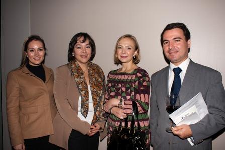 De izquierda a derecha: Lorena Gómez, de Banorte; Luisa Montes de EIRIS, Lic. Mayra Hernández, Directora Corporativa de Responsabilidad Social de Banorte, y Jorge Fabre, de la Universidad Anahuac del Sur.