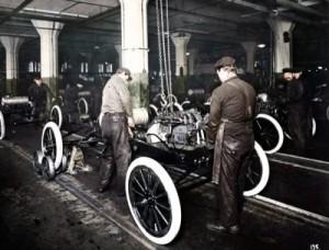 1913-Highland-Park-Moving-Assembly-Line Ford