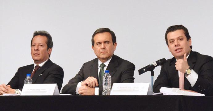 Eduardo Sanchez, vocero presidencial, Ildefonso Guajardo SE y Humberto Castillejos, consejero juridico del Ejecutivo federal