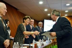 Secretaria de Salud Mrecedes Juan y titular de la Cofepris Mikel Arriola